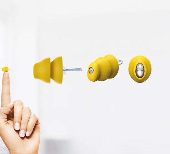 Phonak Lyric hoortoestel gehoorapparaat in het oor bij JewelEar Lyric specialist